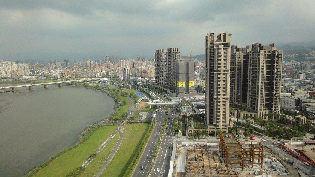 低密度、高綠覆生態居家是中和華中重劃區寫照。圖/倪子仁提供