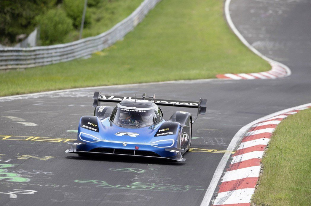 Volkswagen I.D. R甚至搭載了DRS系統應對高速路段。 摘自Vol...