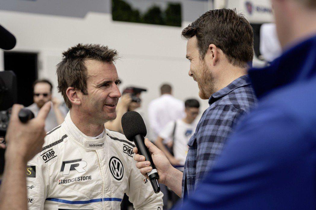 I.D. R御用車手Romain Dumas。 摘自Volkswagen