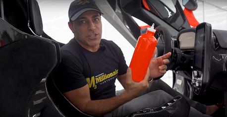 影/McLaren Senna選配就花了770萬元!想在車裡喝瓶水代價多驚人?