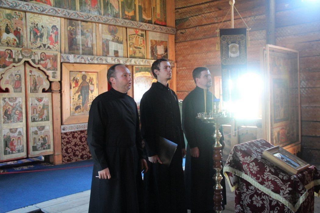 神職人員演唱聖詩