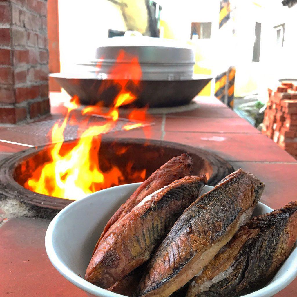 ▲綠島生態旅遊體驗-烤柴魚。(圖/Tripbaa趣吧!亞洲自由行專家)