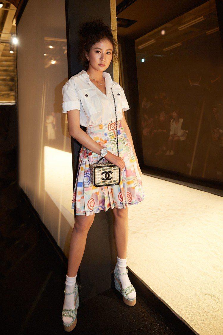 9m88出席香奈兒首爾Paris-New York工坊系列時裝秀配戴白色J12腕...