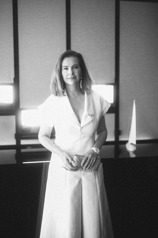 法國女演員暨全新J12繆斯卡洛波桂配戴香奈兒白色J12腕表,18萬5,000元。...