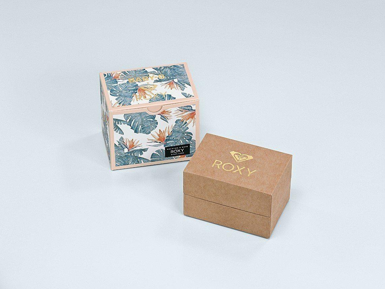 全新Baby-G BAX-100RX-4A表款,找來Roxy聯名,因此收藏表盒有...