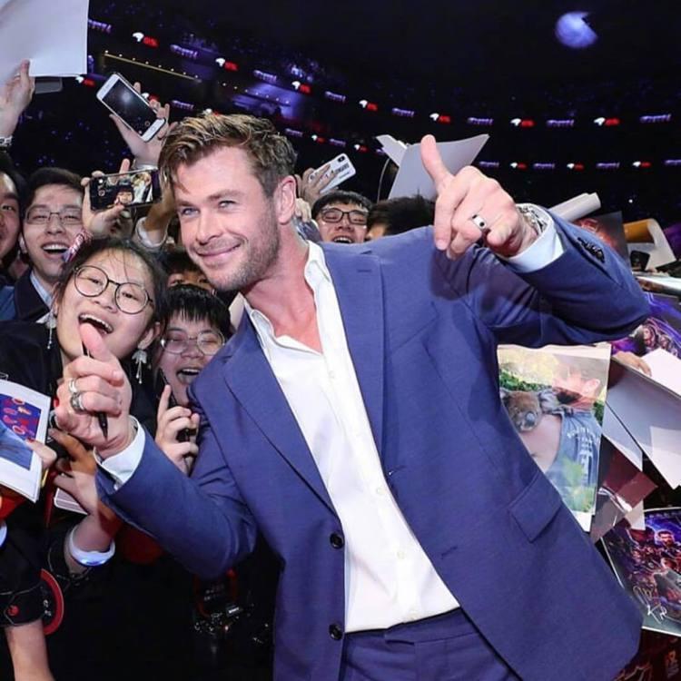 愛藍色的克里斯漢斯沃,逮到機會就想穿藍色,《復仇者聯盟:終局之戰》上海首映會中他...
