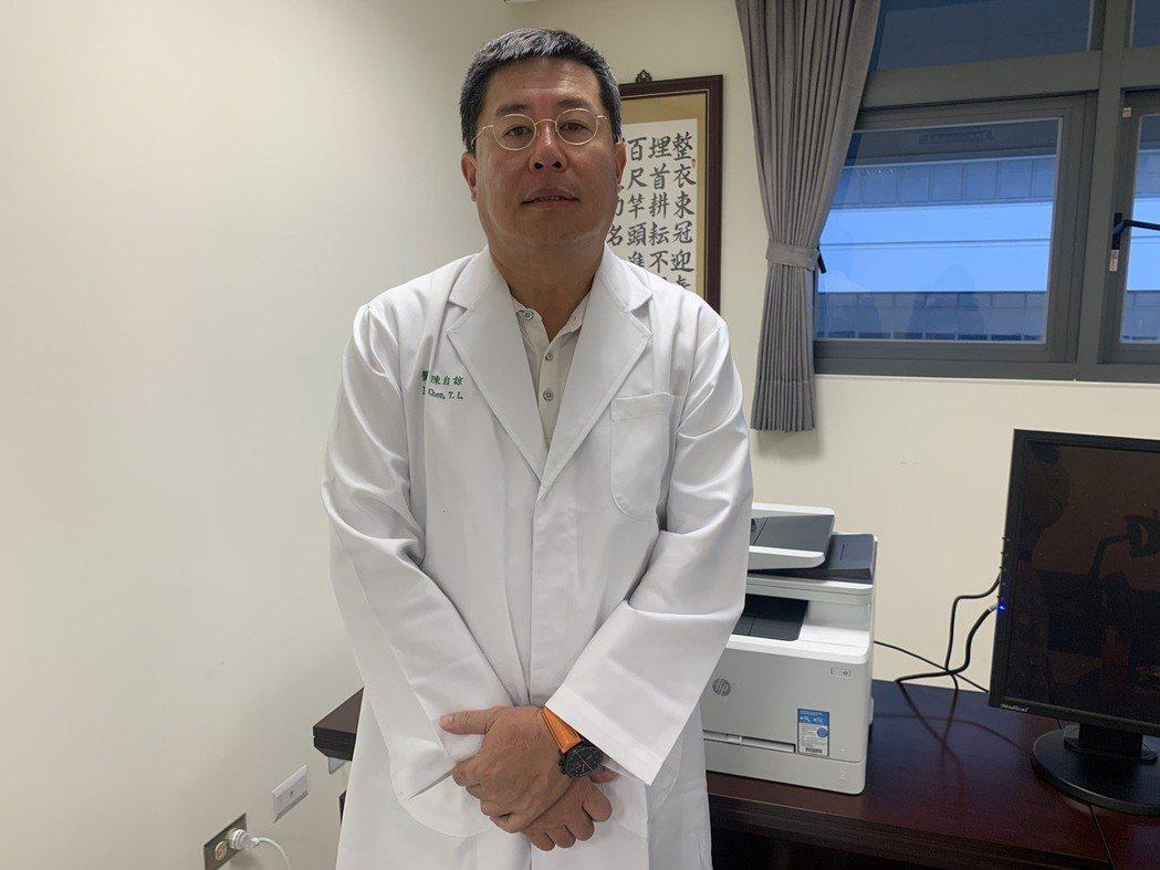 中國醫藥大學新竹附設醫院院長陳自諒建議,約50歲屬於年輕的病患罹患大腸癌第三期,...