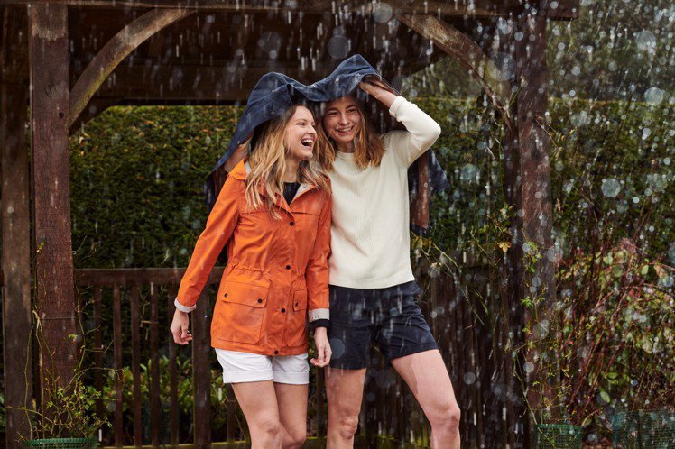 遇到連日的下雨,總會讓人心情不美麗,而Barbour的防水裝備,就是要讓人即便遇...