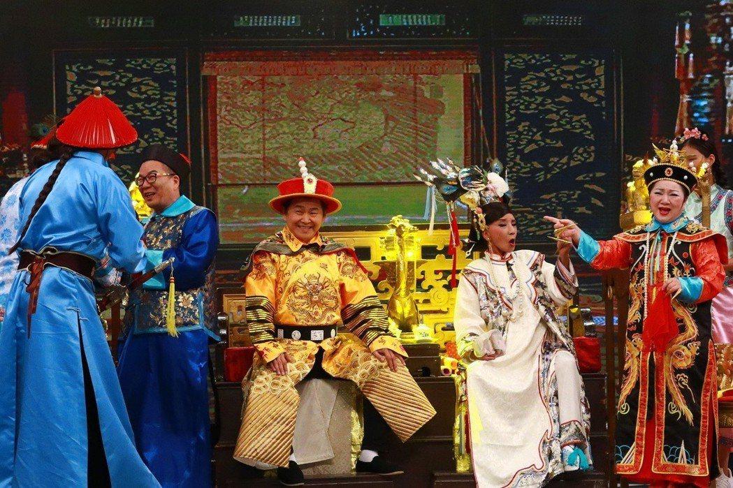 賀一航在節目中扮皇帝演短劇。圖/中視提供