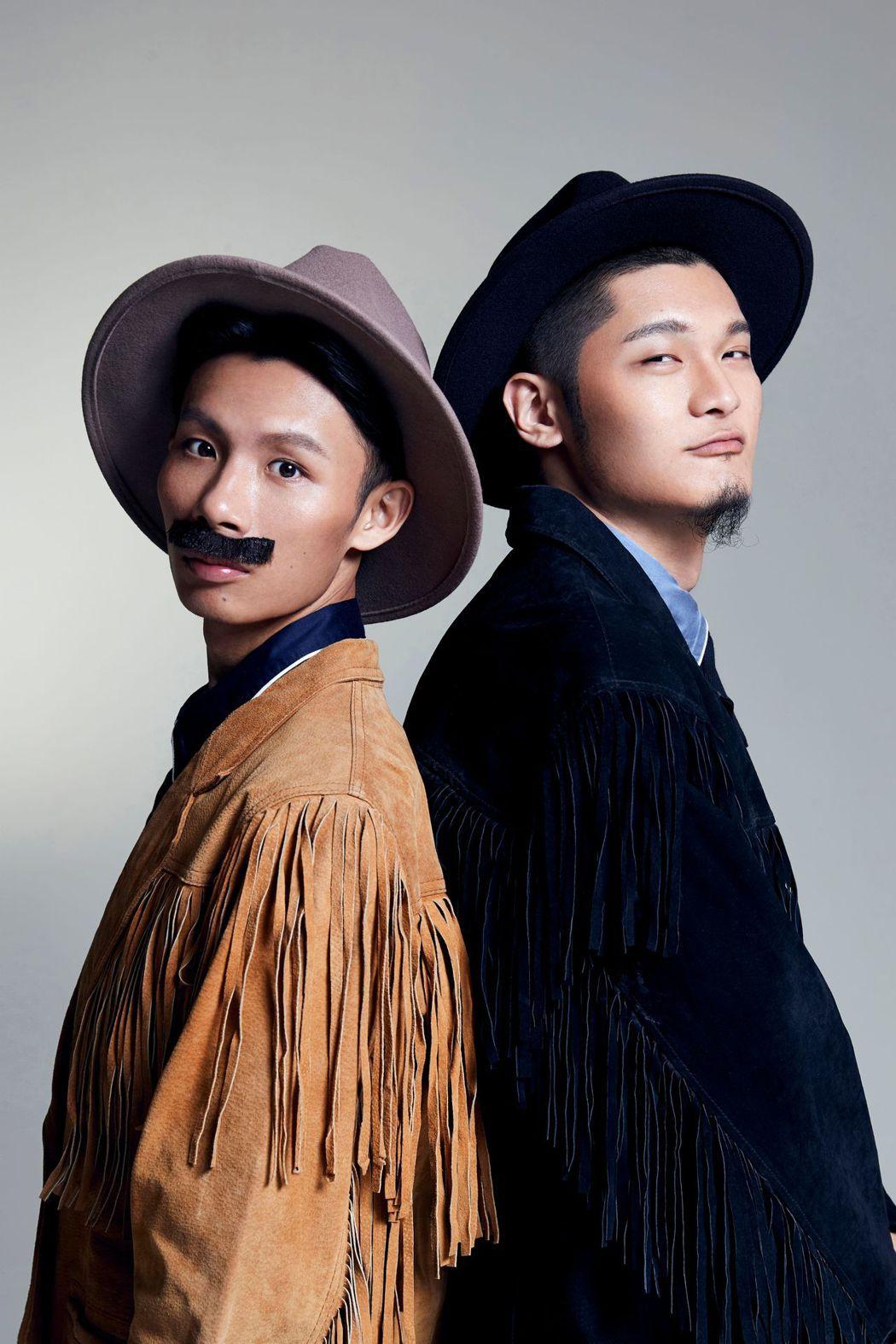 「夜貓組」扮成西部牛仔拍攝演唱會海報。圖/顏社提供