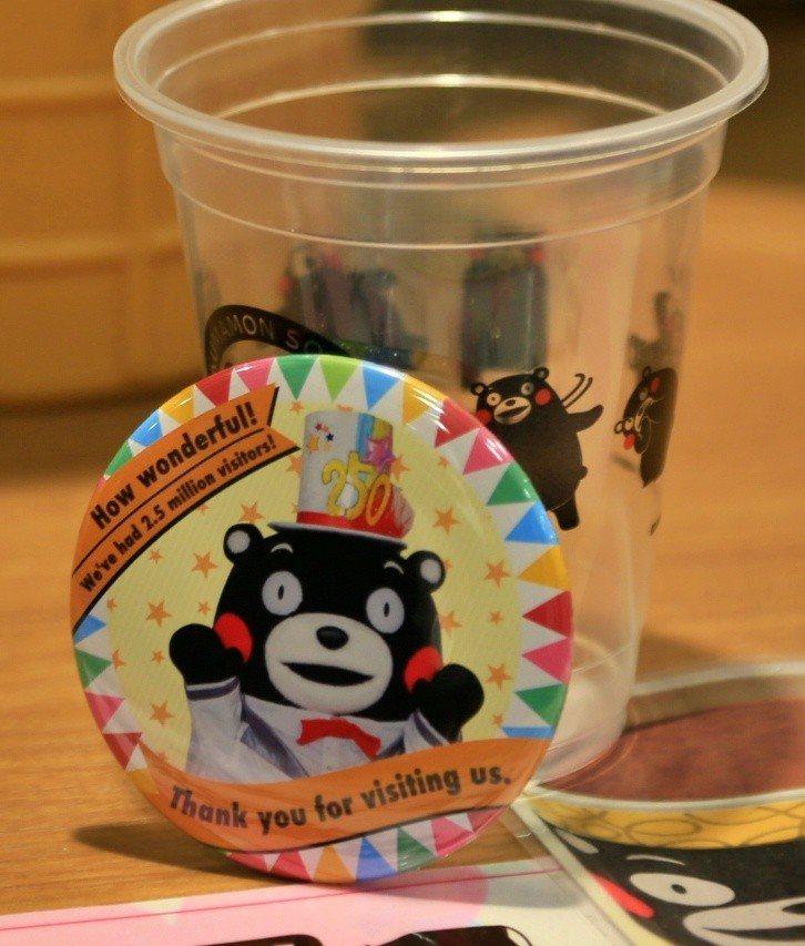 熊本熊部長辦公室於4月底達到250萬人次造訪成就,特別推出紀念徽章。記者魏妤庭/...