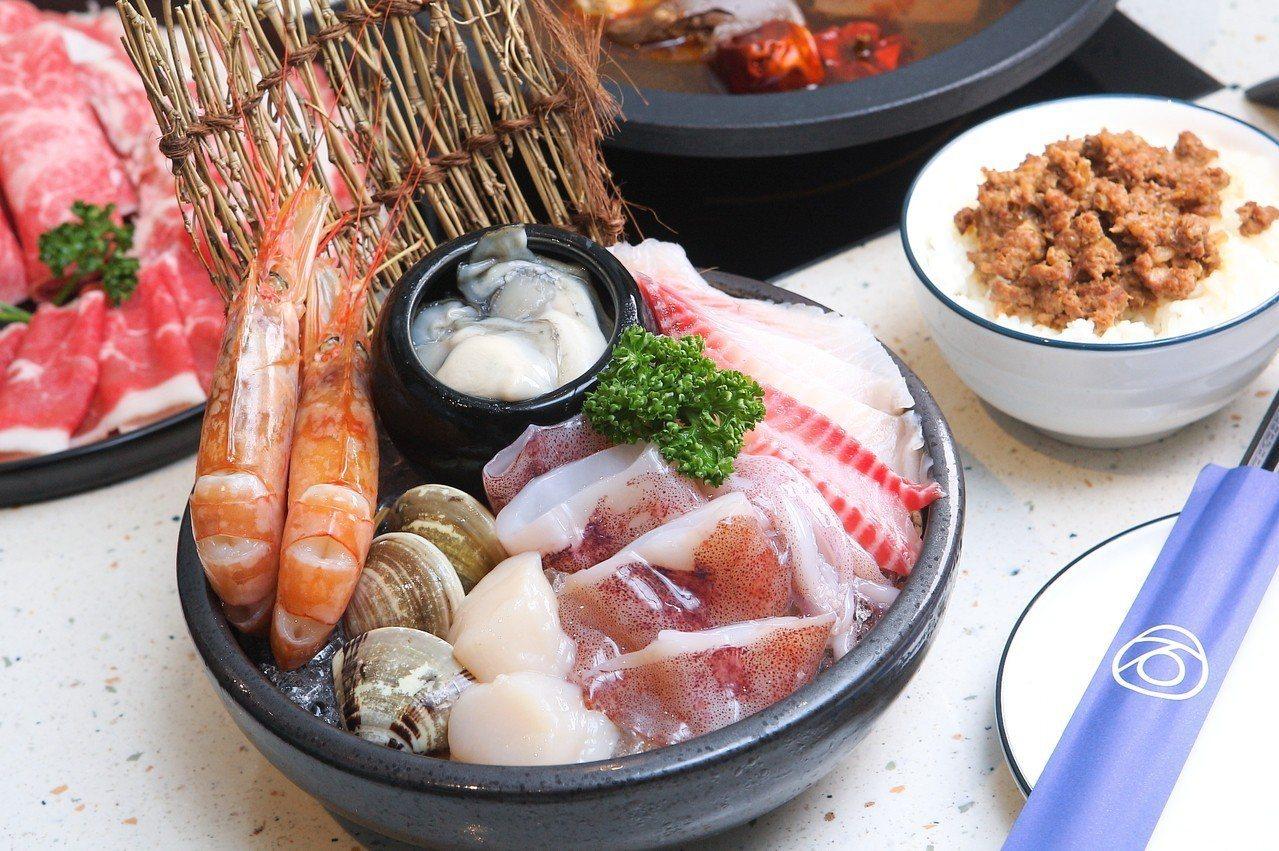 除了各式肉品外,也有海鮮組合可供選擇。記者陳睿中/攝影