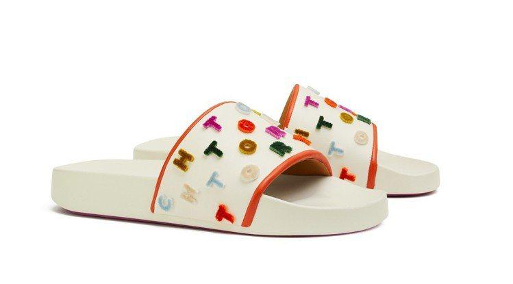 彩色長絨毛Logo字樣拖鞋,7,990元。圖/Tory Burch提供