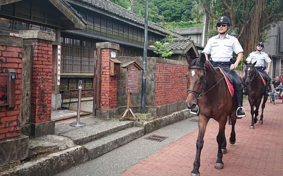 騎警首度上山現身金瓜石 民眾驚呼:可以騎嗎?