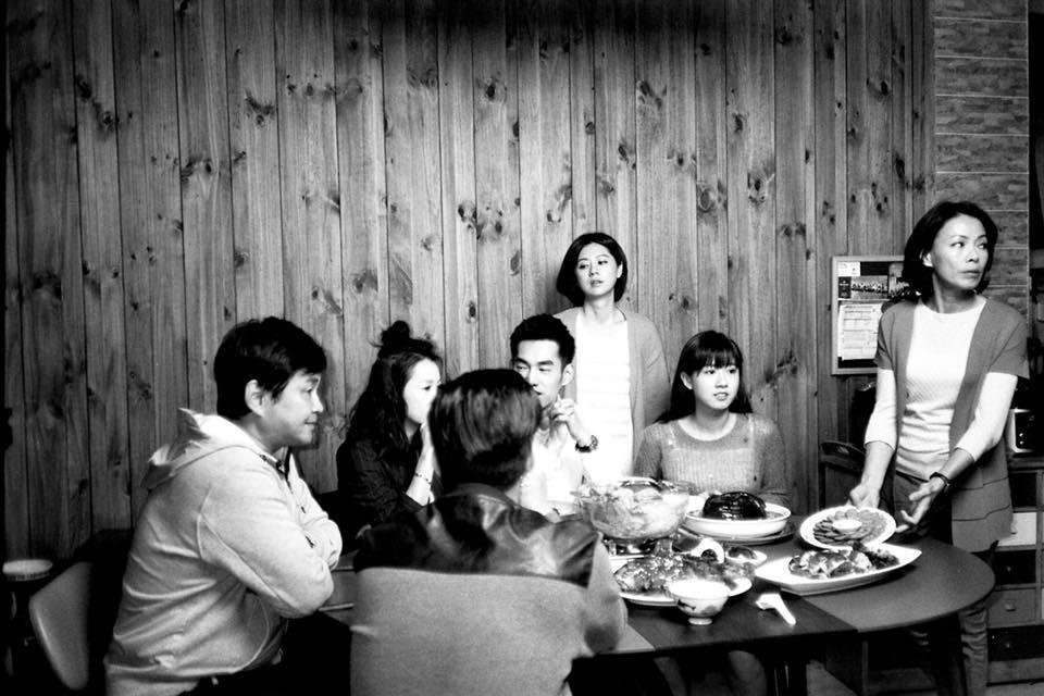 賀一航(左)演出「酸甜之味」與許多後輩合作。圖/摘自臉書