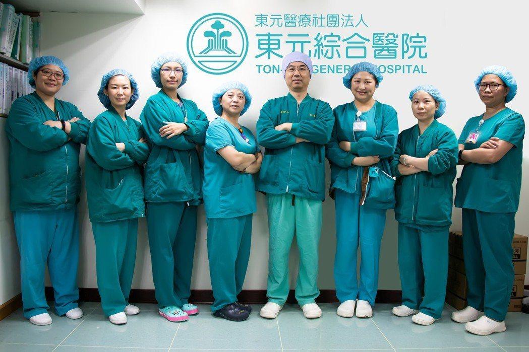 東元醫院麻醉科同仁合影,也特別呼籲已知道家族遺傳史的手術患者需接受全身麻醉時要特...