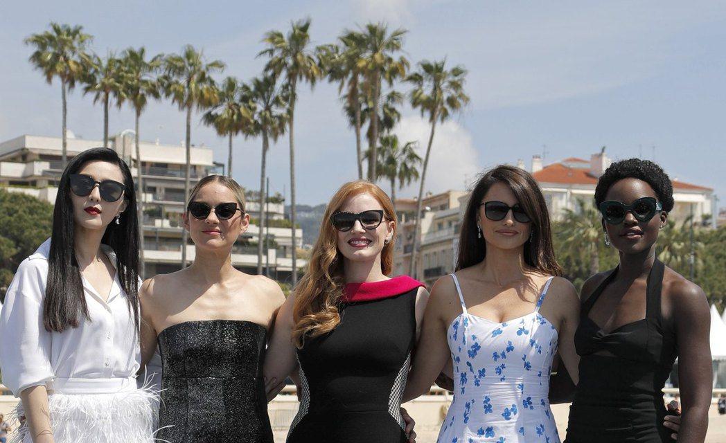 范冰冰(左起)、瑪莉詠柯蒂亞、潔西卡雀絲坦、潘妮洛普克魯茲、露琵塔妮詠歐去年坎城