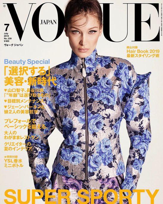 貝拉哈蒂德穿著肩線設計宛如女戰士的2019春夏路易威登女裝,登上日版《VOGUE...