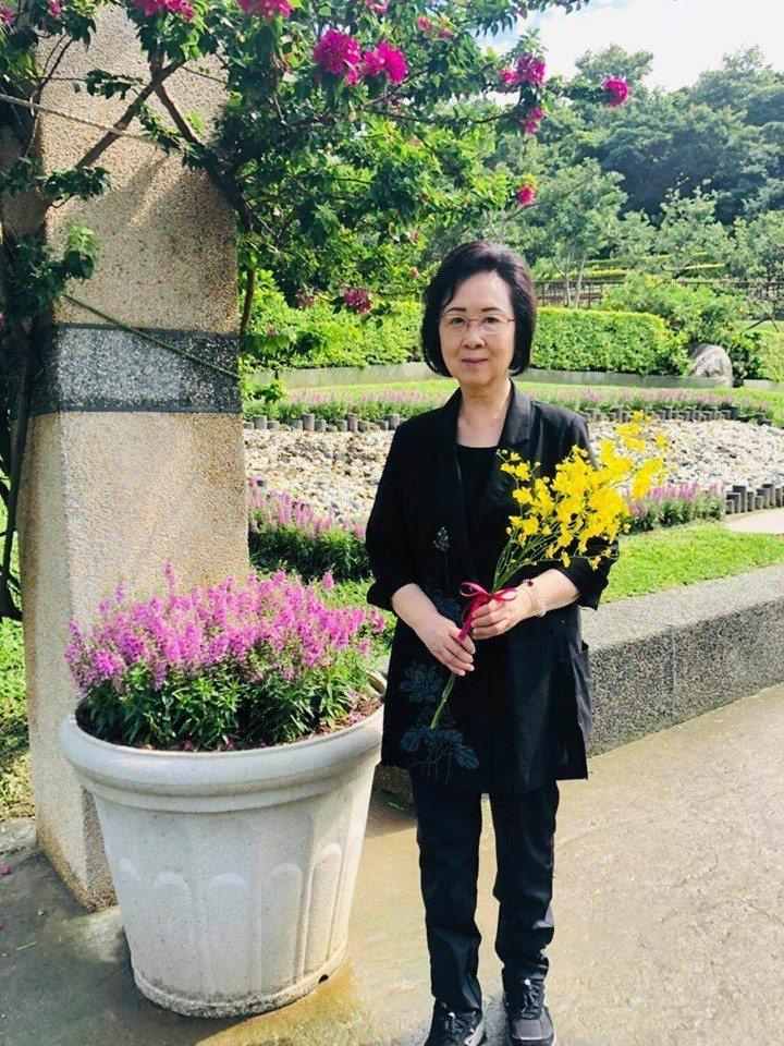 瓊瑤以黃色小蝴蝶蘭悼念一生摯愛平鑫濤。圖/摘自臉書