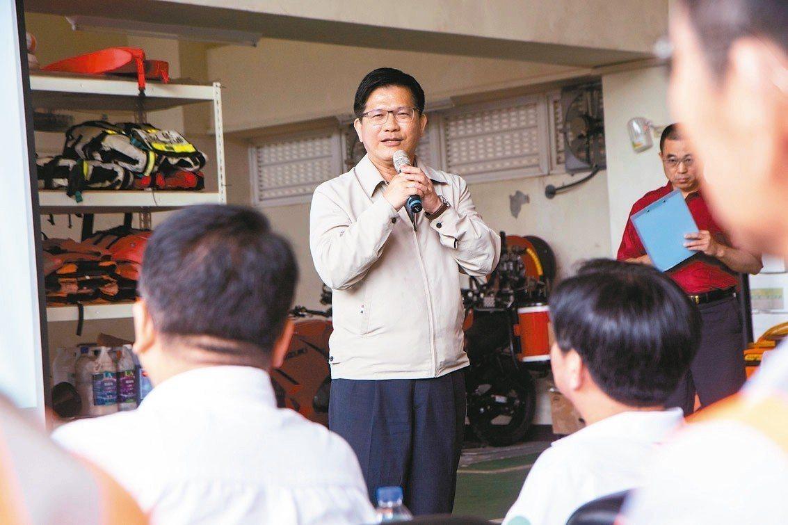 交通部長林佳龍說,雪隧有管制車輛、車速是基於安全,已同步推動北宜直鐵,也研議高鐵...