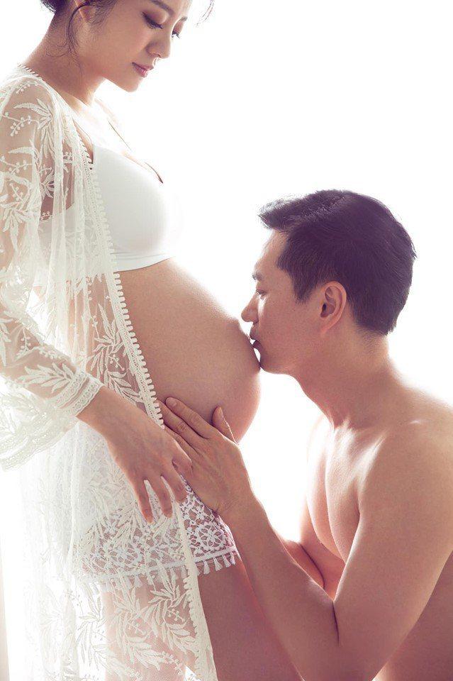 安以軒為孕婦寫真大解放。圖/摘自臉書