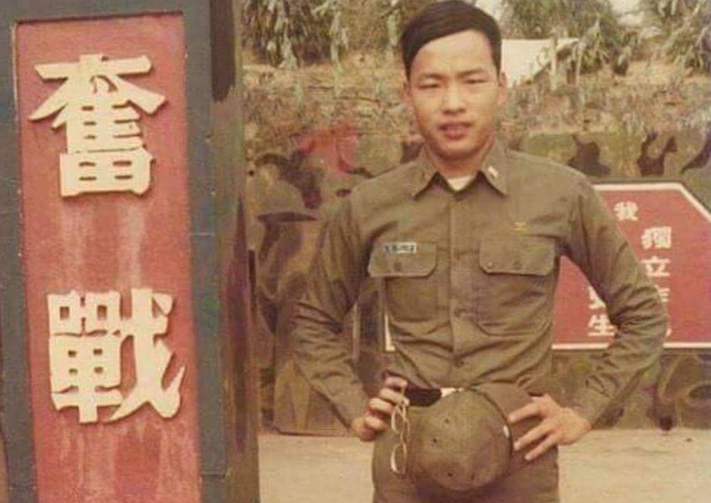 韓國瑜40多年前就讀陸官時的舊照。 圖/擷自臉書