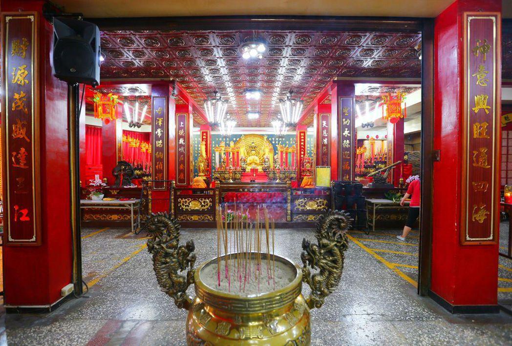 板橋慈惠宮內財神廟,是郭台銘以前住的廂房舊址。 圖/聯合報系資料照片