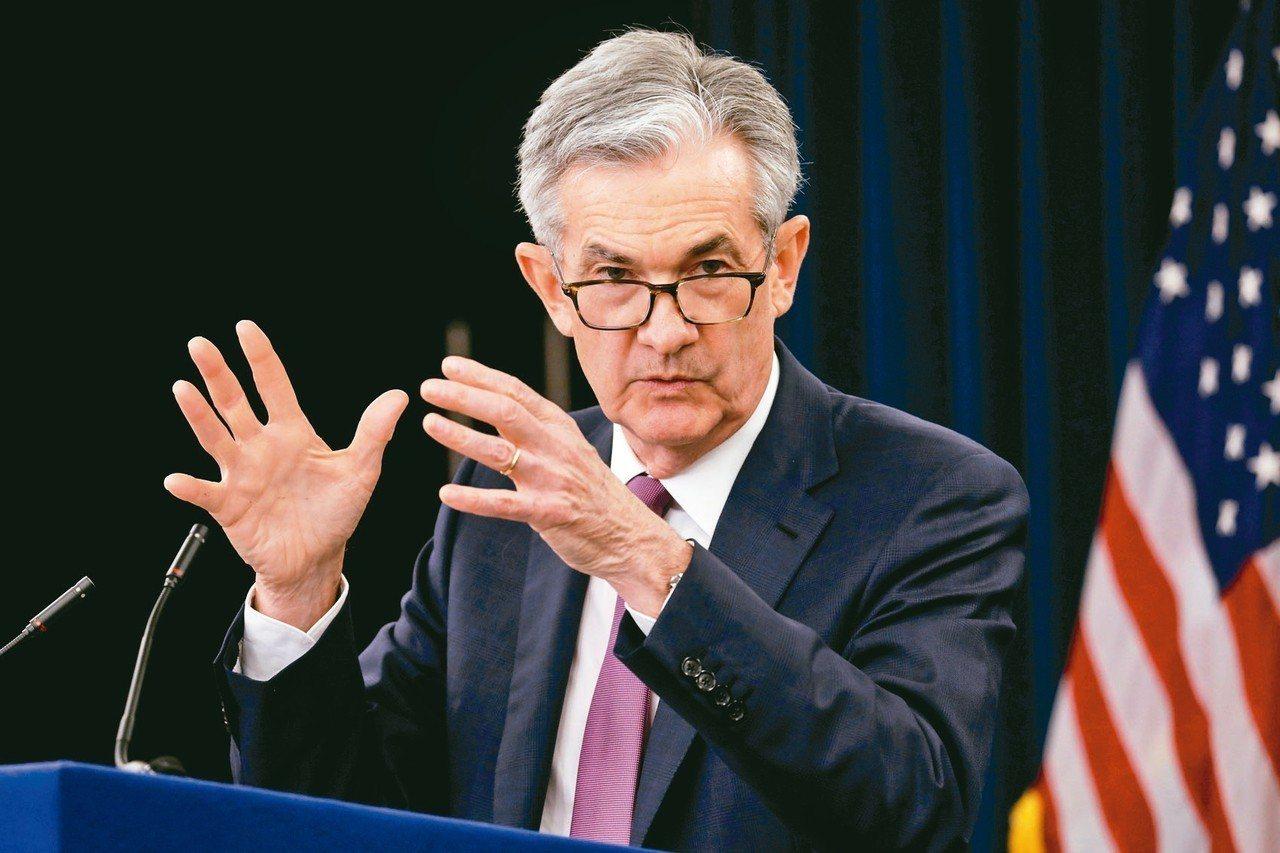 美國聯準會(Fed)主席鮑爾改口表示,對降息持開放態度。 路透