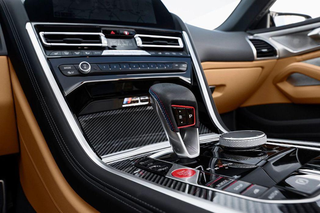 新式八速Steptronic手自排變速箱排檔桿。 摘自BMW