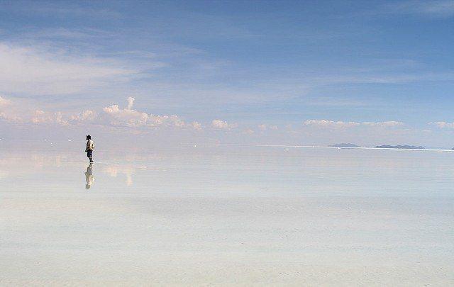 純白無瑕的「天空之鏡」烏尤尼鹽湖是旅客們的最愛,被稱為世界上最像天堂的地方。圖/...