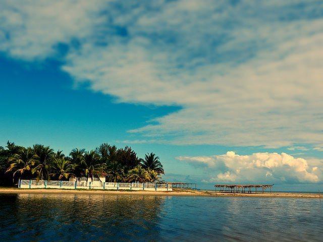 宏都拉斯的海岸有股專屬中美洲的悠閒。圖/擷自flickr,女子學提供