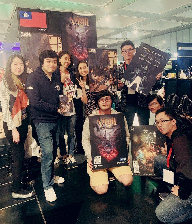 資策會代表(左一)於6月1日至2日攜四家臺灣遊戲業者、研究生團隊等赴日參與在京都...