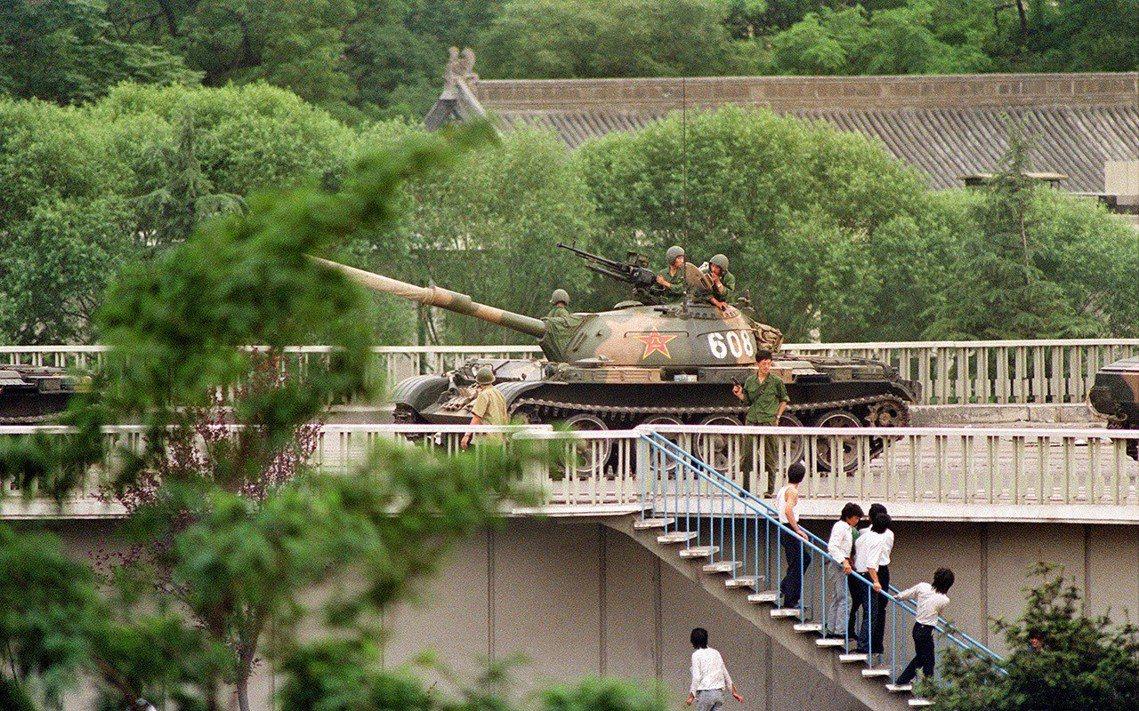 Catherine Henriette 攝,北京市內的戒嚴任務仍在執行,圖為撤離...