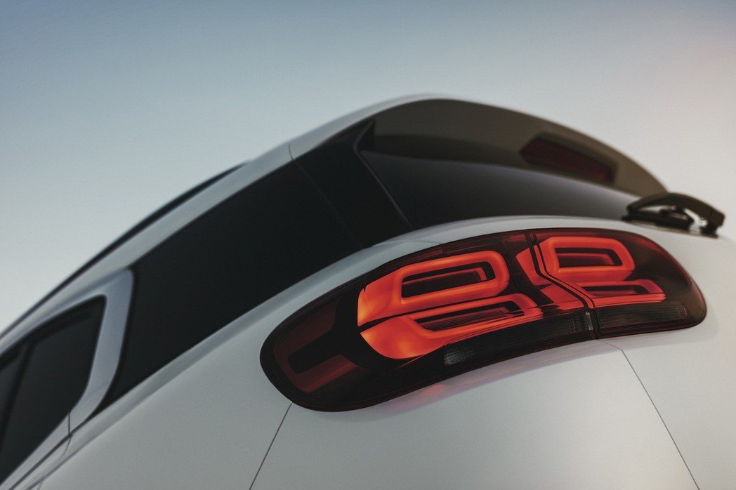 LED尾燈組採用的矩形圓角造型主題。 圖/寶嘉聯合提供