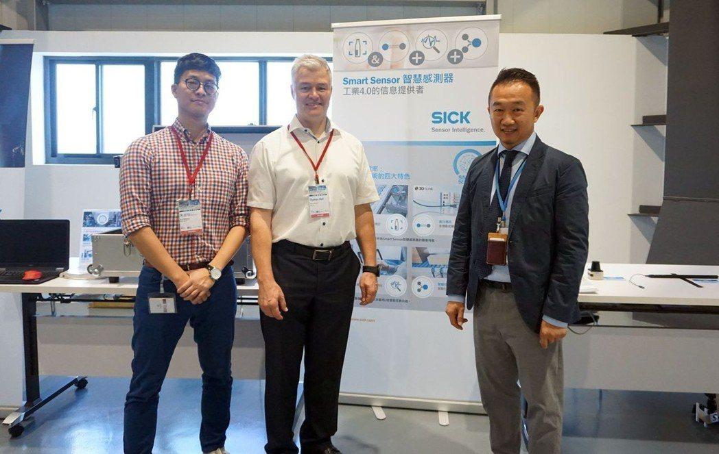 台灣西克公司總經理楊朝欽(右起)、德國SICK總公司電子業經理Thomas Ha...