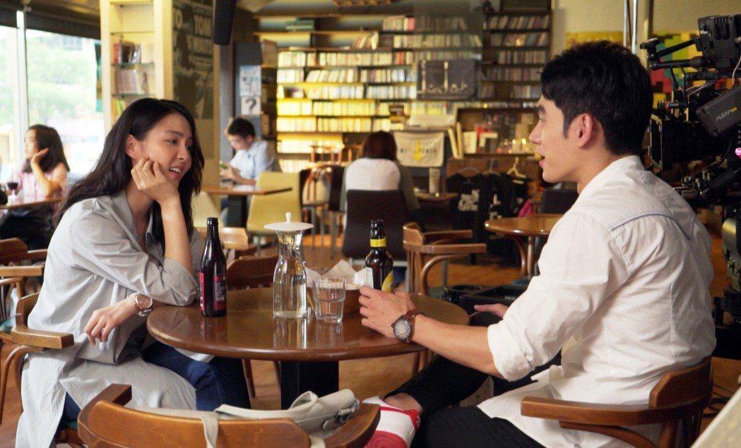魏蔓(左)和張書豪對戲緊張冒汗。圖/歐銻銻娛樂提供