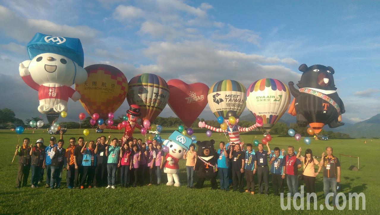 迎接2019「國際熱氣球嘉年華」即將在這個月29日登場,台東縣政府今天早上6點在...