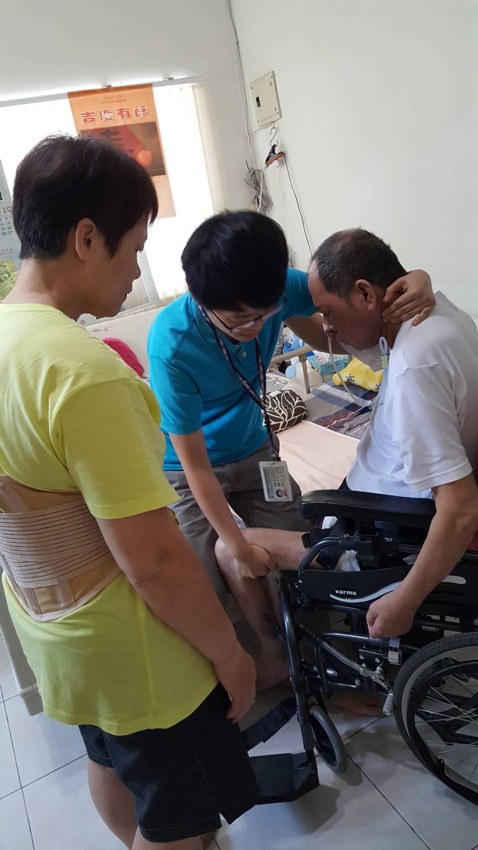 花蓮衛生局表示,家有聘僱外籍看護仍可以申請長照服務。圖/花蓮縣衛生局提供