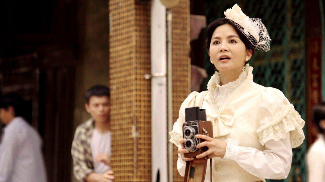 吳怡霈在「天之蕉子」造型像十三姨。圖/三立提供
