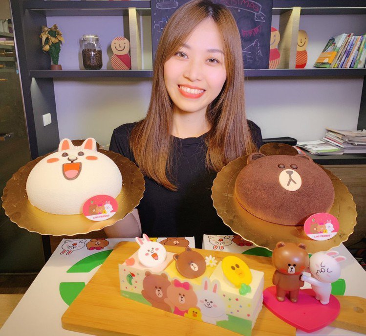 熊大、兔兔變身立體蛋糕,還有熊大、兔兔、莎莉長條蛋糕。圖/85℃提供