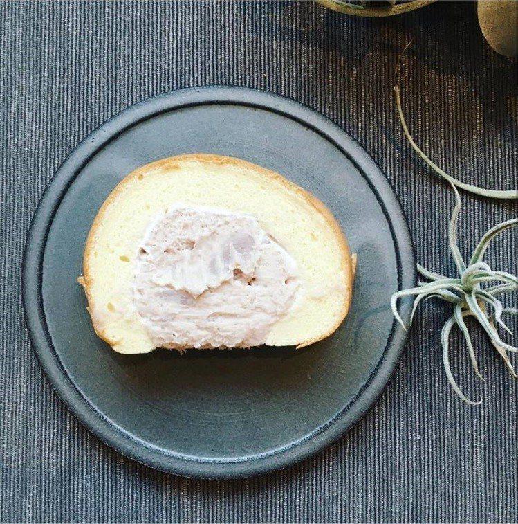 「全統西點麵包」的生乳捲很受到網友推薦。圖/IG @gini_gh提供