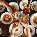 人品好壞吃頓飯就能看出來!餐桌上出現4種行為,這種人不能當朋友