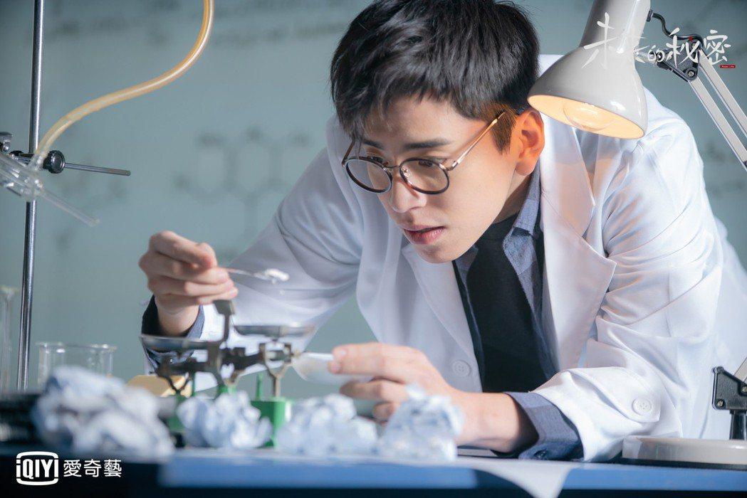王大陸客串演出神秘人,發明「後悔藥」。圖/愛奇藝台灣站提供