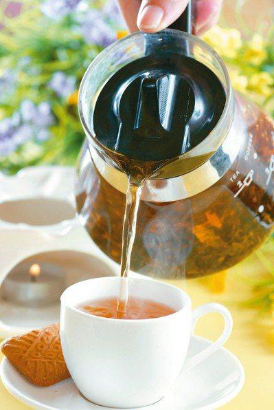 別把花草茶當水喝。 本報資料照片