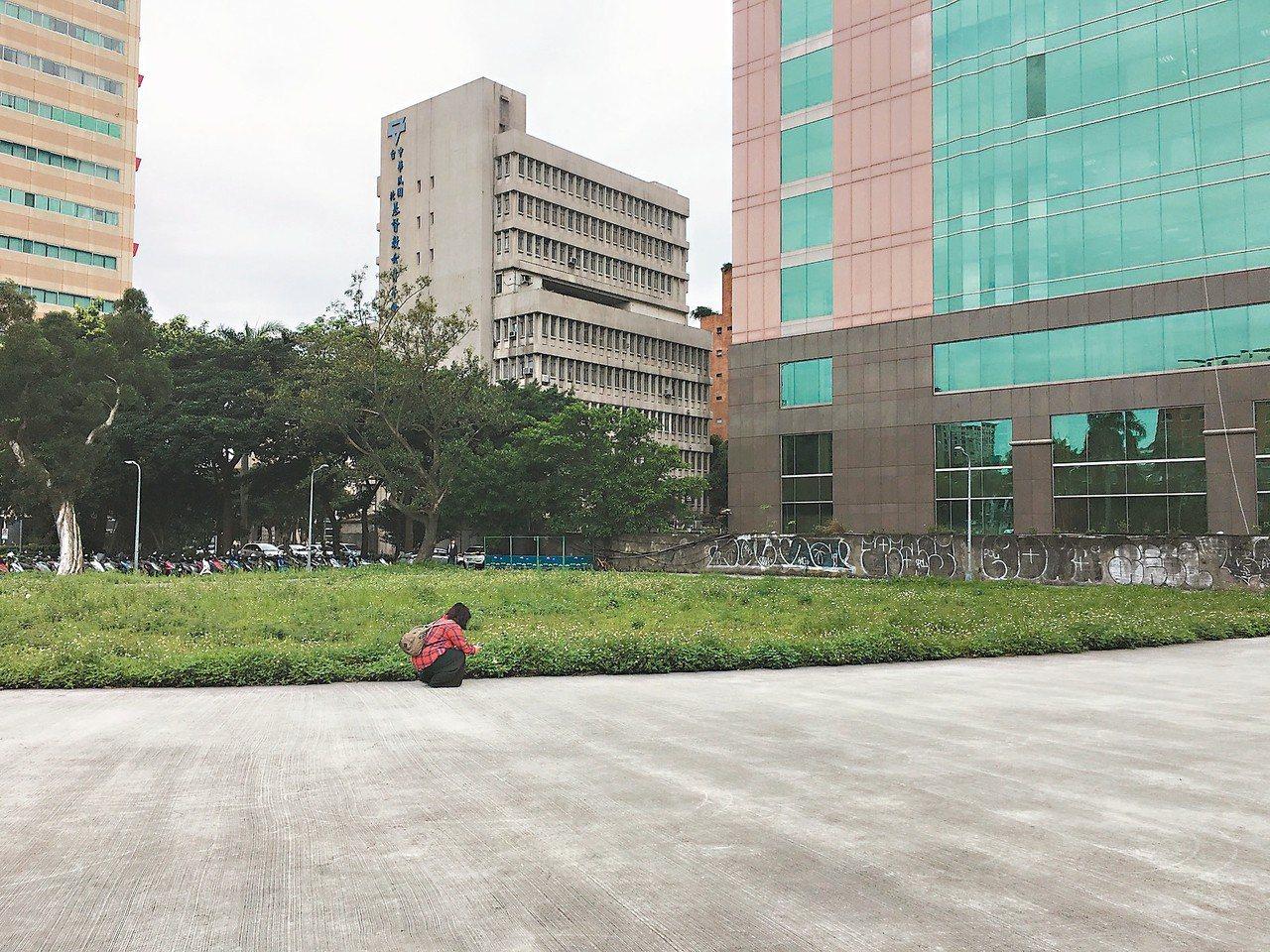 台北市議會舊址開發案歷經5次流標,於2017年順利脫標,疑卡在台北城博物館喬不攏...
