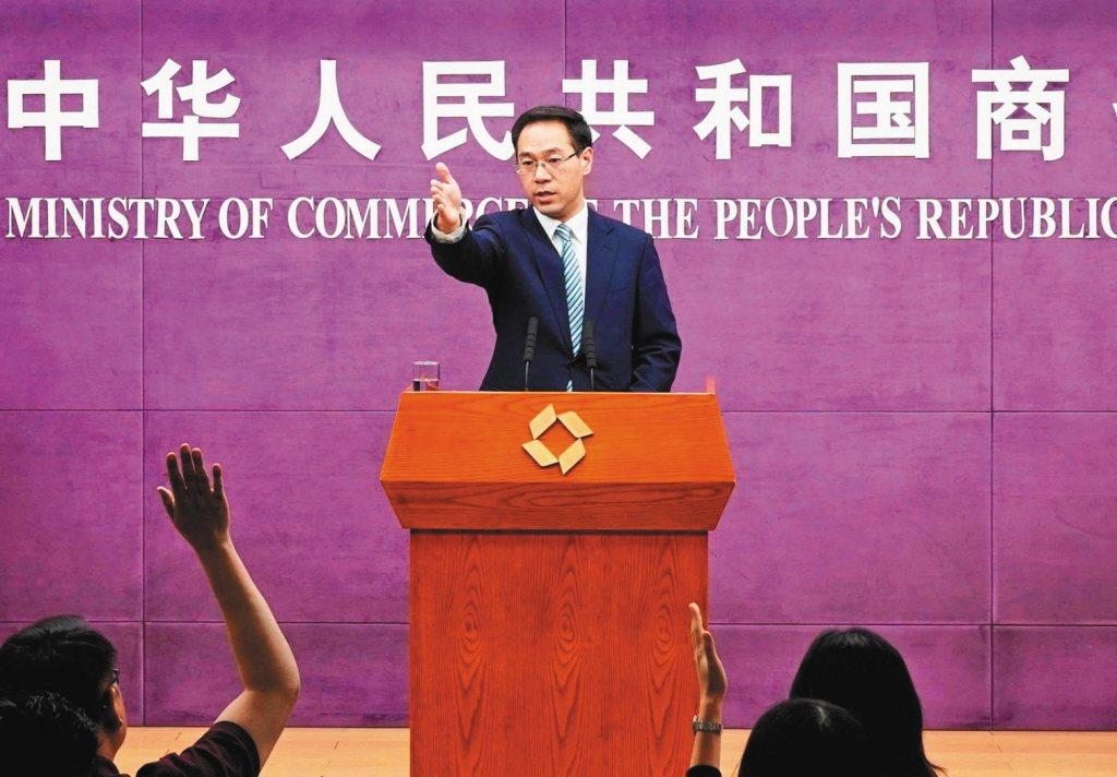 大陸商務部發言人高峰宣布中國將建立不可靠實體清單。圖為五月卅日高峰主持商務部例行...