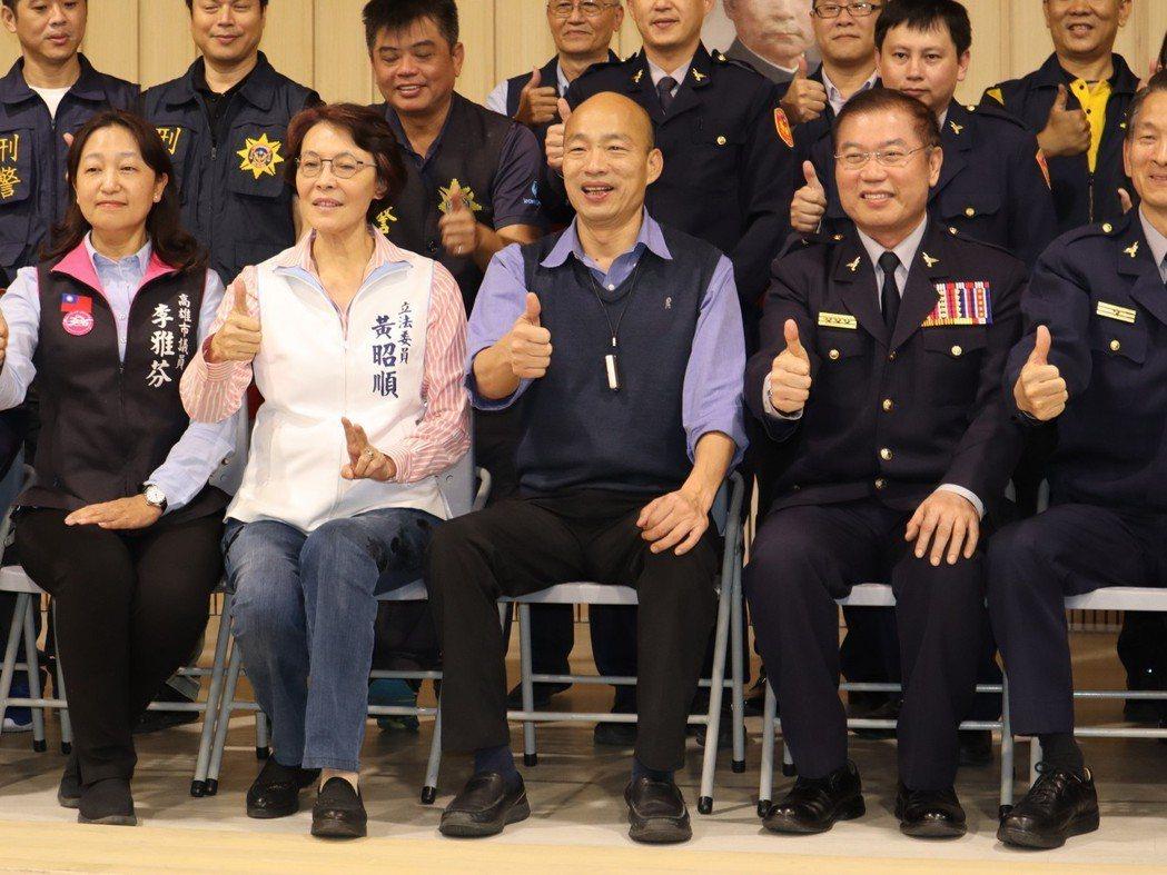 韓國瑜(前排中)喊出取消年改的口號,正是不少警察心中的期盼。 圖/聯合報系資料照...