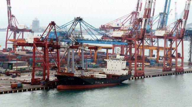 根據彭博資訊分析,如果中國對美出口劇降,台灣將受波及最大。圖/歐新社