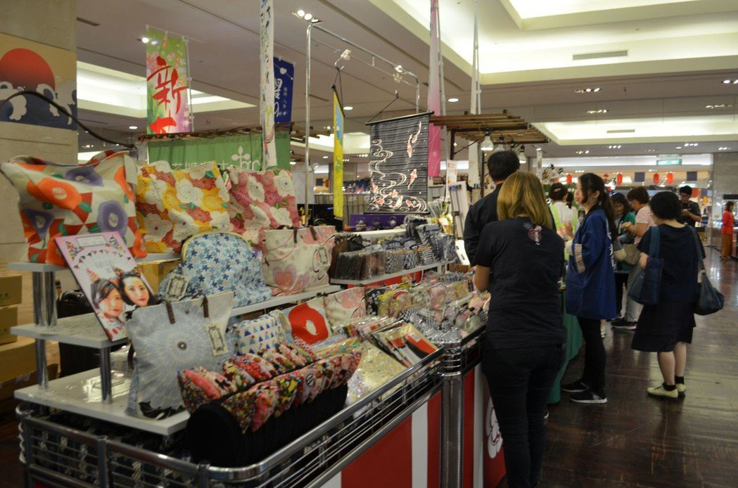 日本商品展首日就出現人潮。  陳慧明 攝影