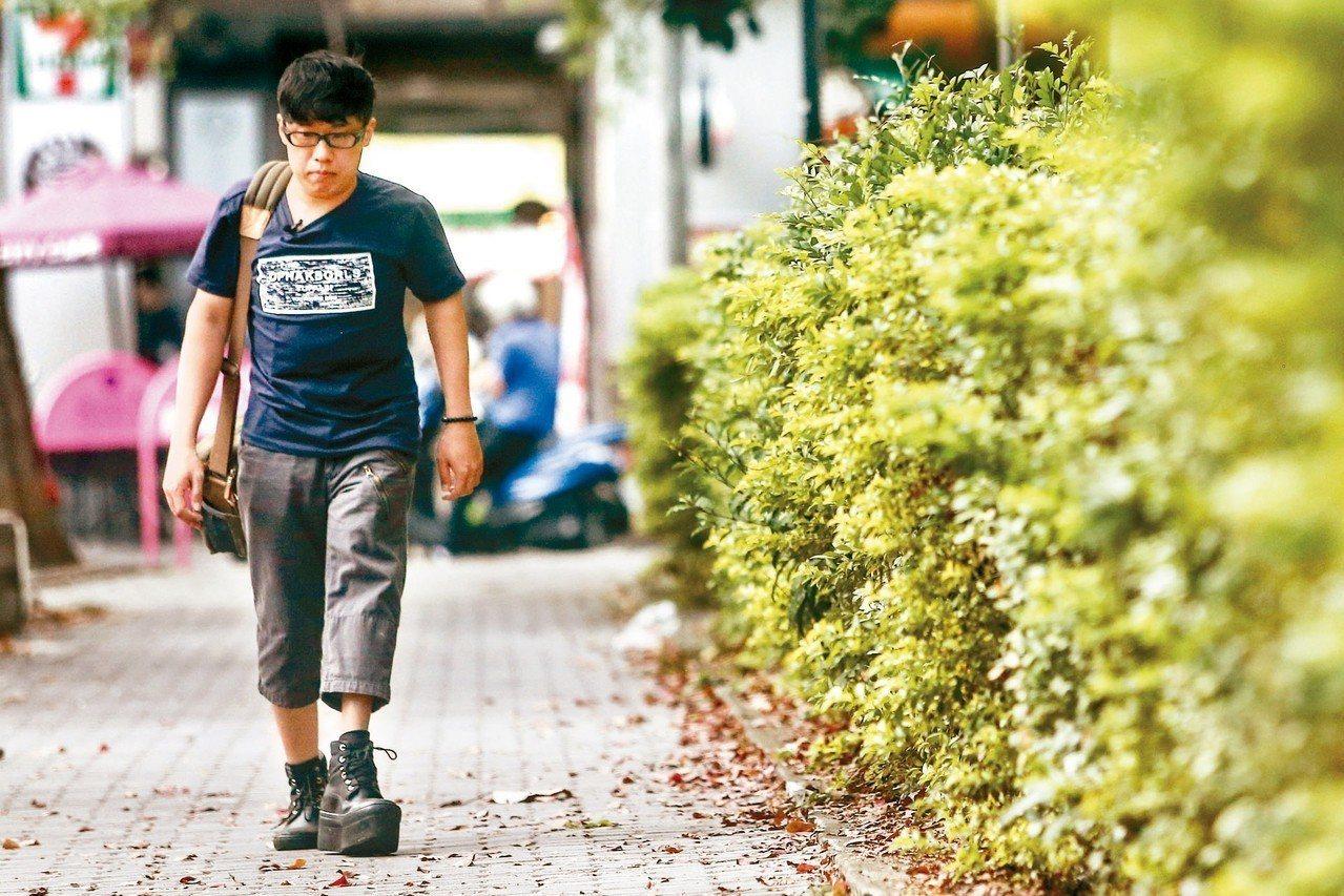 1998年罕病基金會成立前,為救高雪氏症男孩蕭仁豪,醫師呼籲大眾正視罕病患者權益...